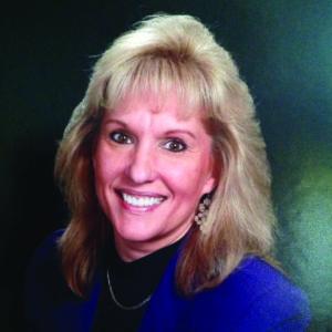 Head shot of blog author Kelly Lynch